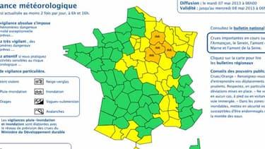 Quatre départements sont toujours placés en vigilance orange mardi matin par Météo France.