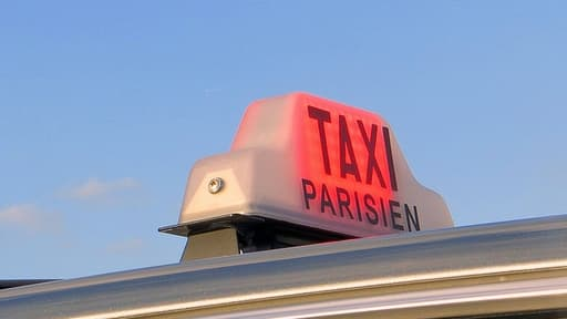 Les taxis sont mobilisés ce 10 février pour dénoncer la concurrence des Voitures de Tourisme avec Chauffeur.