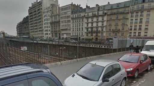 L'homme aurait sauté depuis le Pont Cardinet après avoir enjambé les grilles.