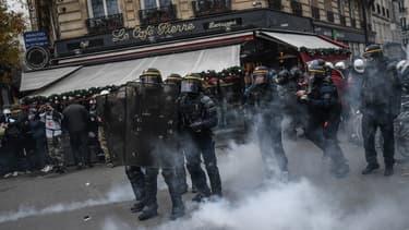 """L'Alliance du commerce a estimé que, """"bien que les dégradations matérielles aient été limitées lors des manifestations, l'impact de la grève est particulièrement fort dans les centres-villes des métropoles et grandes villes."""""""