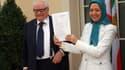 A l'issue du non-lieu, Me Henri Leclerc, président d'honneur de la Ligue des Droits de l'homme, félicite Maryam Radjavi, élue présidente de la République pour la période de transition par le Conseil national de la résistance iranienne.