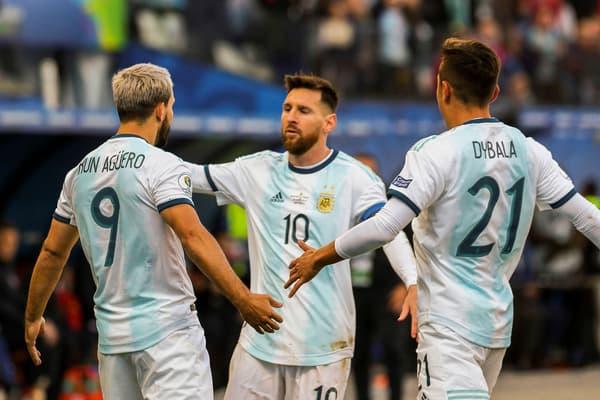 Sergio Agüero, Lionel Messi y Paulo Dybala con Argentina