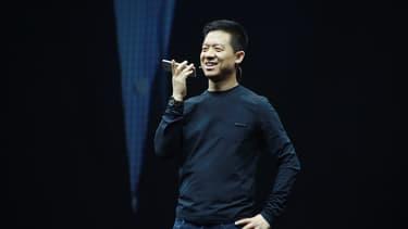 Steve Jobs est l'un des modèles de Jia Yueting. Lors de ses présentations, il s'inspire du fondateur d'Apple pour s'habiller, communiquer ou présenter ses nouveautés.
