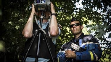 Des gendarmes lors d'un contrôle de vitesse - Image d'illustration