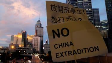 Le texte sur les extraditions devrait être retiré, La Bourse de Hong Kong s'envole