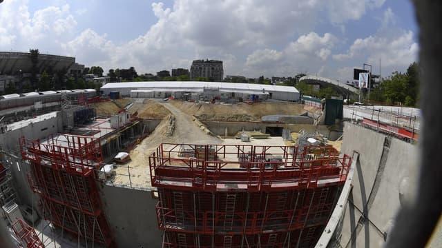 Une légère baisse de l'activité est prévue en juin dans le bâtiment. Ici, les travaux d'extension du complexe de Roland Garros.