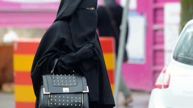 Une femme portant un niqab - (photo d'illustration)