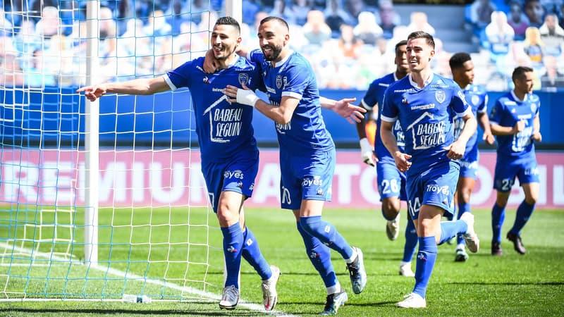 Ligue 2 en direct: Troyes valide sa remontée, Clermont s'en rapproche