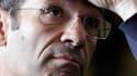 """Nicolas Sarkozy a renouvelé sa confiance au ministre du Travail, Eric Woerth, mais lui a """"conseillé"""" de renoncer à ses fonctions de trésorier de l'UMP, le principal parti de la majorité présidentielle. /Photo prise le 12 juillet 2010/REUTERS/Jean Marc Loo"""
