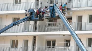 La construction de logements neufs est toujours en baisse en France.