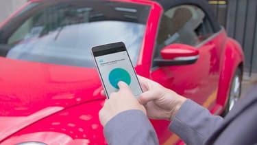 Qu'ils soit entre particuliers ou via des plates-formes dédiées, l'autopartage séduit de plus en plus et réduit le parc roulant.