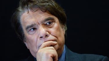 """Bernard Tapie a menacé Eric Zemmour de lui en """"mettre une"""" ce mercredi, après que le ton soit monté entre eux sur les questions migratoires, au cours d'une émission télévisée. (Photo d'illustration)"""