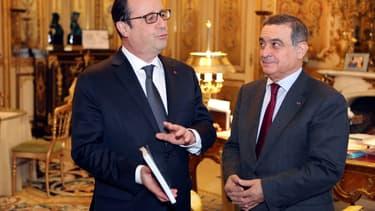 Jean-Louis Nadal, président de la Haute autorité pour la transparence de la vie publique remet son rapport à François Hollande, à l'Elysée, le 7 janvier 2015.