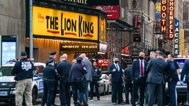 Des policiers américains mobilisés à Times Square, samedi 8 mai 2021, après une fusillade qui a fait trois blessés dont une enfant