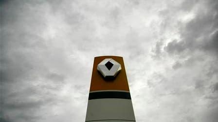 Les trois cadres de Renault mis en cause à tort dans la fausse affaire d'espionnage dont le constructeur automobile s'est dit victime réclameraient au total 9,1 millions d'euros de réparations pour le préjudice moral qu'ils ont subi, selon l'hebdomadaire