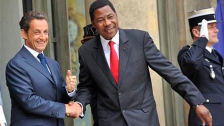 Nicolas Sarkozy accueille le président béninois Boni Yayi à l'Elysée, où le chef de l'Etat a organisé un déjeuner de travail avec les présidents de 12 pays d'Afrique francophone subsaharienne. Nicolas Sarkozy entend profiter de la présence de 13 pays d'Af