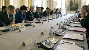 A L'Elysée, lors de la deuxième conférence nationale sur les déficits publics. Nicolas Sarkozy a l'intention de modifier la Constitution pour inscrire dans la durée le redressement des finances publiques, sans aller jusqu'à y fixer des objectifs chiffrés