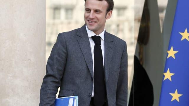 Emmanuel Macron veut élargir les zones où les commerces peuvent ouvrir le dimanche.