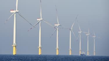 La ministre de l'Environnement et de l'Energie, Ségolène Royal, a annoncé qu'un appel d'offres serait lancé pour la pose d'éoliennes en mer au large de l'île d'Oléron (Charente-Maritime),
