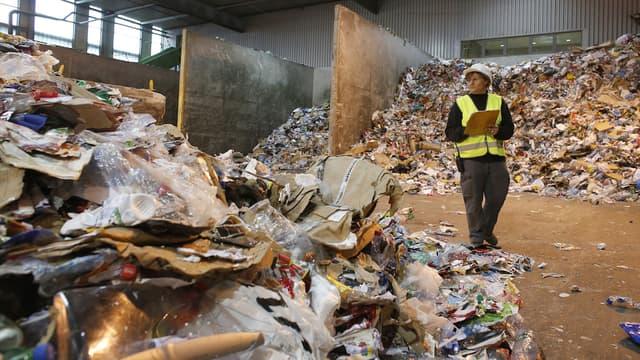 À Ivry, le plus important centre de traitement de déchets d'Ile de France est bloqué depuis mardi.
