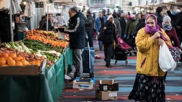 Le marché de Barbès, dans le XVIIIe arrondissement de Paris, le 18 mars 2020