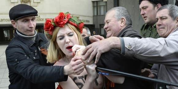 L'une des Femen, Sarah, jeudi, en Crimée.