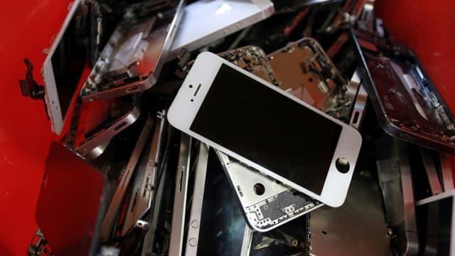 Opérateurs et entreprises spécialisées accélèrent dans le recyclage et le reconditionnement pourallonger la durée de vie des mobiles