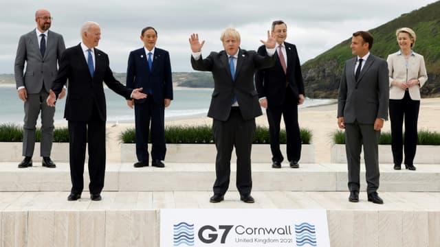 """Les dirigeants des pays du G7 posent pour la """"photo de famille"""" à l'ouverture du sommet de Carbis Bay, en Cornouailles anglaises, le 11 juin 2021 (photo d'illustration)"""