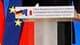 """Le Premier ministre François Fillon, en visite mercredi à Berlin, a dénoncé un """"manquement grave"""" de l'administration américaine aux règles d'une """"concurrence loyale"""", après la mise à l'écart d'EADS dans le marché des avions ravitailleurs de l'US Air Forc"""