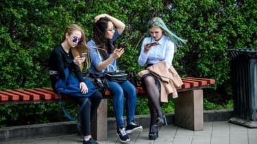 En vacances, 59 % des Français utilisent Internet pour consulter leur messagerie professionnelle (Cisco).