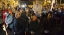 Deux cents à 300 personnes se sont rassemblées mardi soir pour une prière commune aux abords de l'Assemblée nationale, à l'appel de l'institut Civitas -une organisation proche des catholiques intégristes- afin de dénoncer le projet de loi instituant le ma