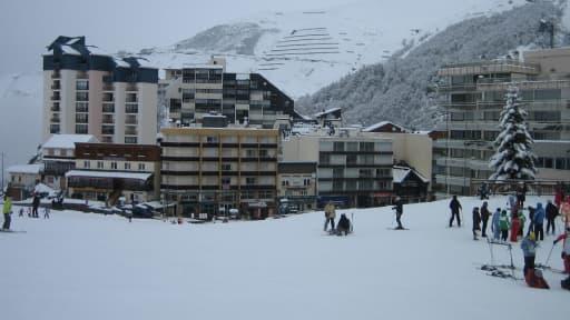 La station de Gourette, dans les Pyrenées, a bénéficié d'une neige abondante pendant la saison d'hiver.