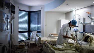 Une chambre de l'hôpital Saint-Louis à Paris le 28 mai 2020.