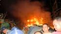 Carcasse en flammes d'un avion ATR-72-212 qui s'est écrasé jeudi dans le centre de Cuba avec 68 personnes à son bord, dont 28 étrangers. Il n'y a pas de survivants, selon un employé d'un hôpital voisin. /Photo prise le 4 novembre 2010/REUTERS/Escambray Da