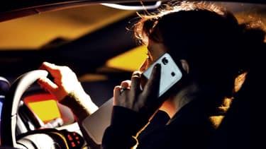 A côté de la baisse de la vitesse à 80km/h sur les routes secondaires, le gouvernement pourrait prendre demain d'autres mesures, comme une lutte renforcée contre le téléphone au volant.