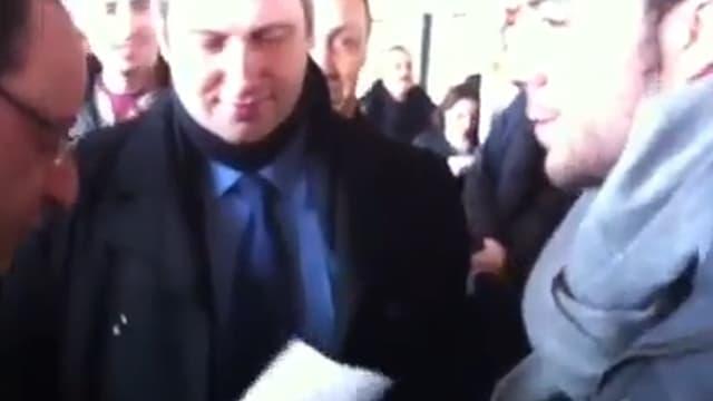 Louis Godart tend son CV à François Hollande
