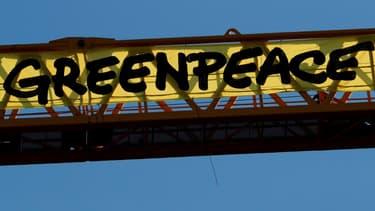La banderole déployée par Greenpeace sur la grue du chantier de Notre-Dame de Paris, le 9 juillet 2020.