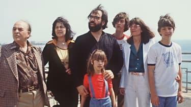Le réalisateur Francis Ford Coppola pour la première d'Apocalypse Now au Festival de Cannes en 1979, en compagnie de ses parents, Carmine et Italia, sa femme Eleanor et ses trois enfants Gian-Carlo, Roman et Sofia.