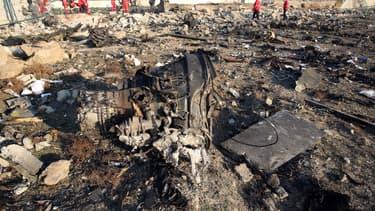 Des débris de l'appareil qui s'est abîmé près de Téhéran.