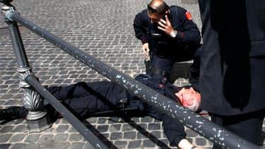 Un homme a été arrêté dimanche après avoir tiré et blessé deux policiers devant le palais Chigi, qui abrite les bureaux de la présidence du Conseil italienne à Rome. L'incident s'est déroulé pendant la cérémonie de prestation de serment du gouvernement d'