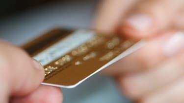Les banques britanniques auraient abusivement vendu des assurances sur les cartes de crédit.