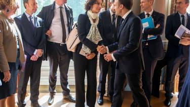 Emmanuel Macron saluant Audrey Azoulay