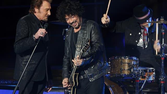 Le guitariste Yarol Poupaud, sur scène avec Johnny en 2014.