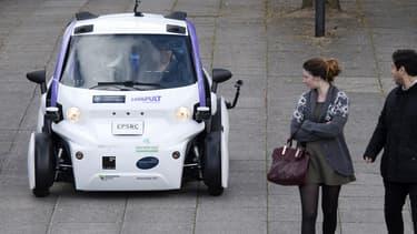 Le ministre Philip Hammond annoncera des changements de réglementation permettant à l'industrie automobile sans chauffeur de faire circuler ces nouveaux véhicules outre-Manche.