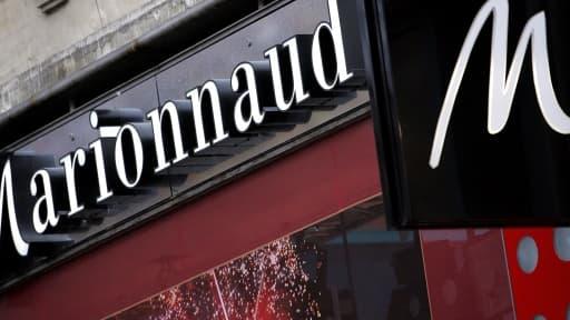 Le magasin Marionnaud, sur les champs Elysées, restera ouvert jusqu'à minuit.