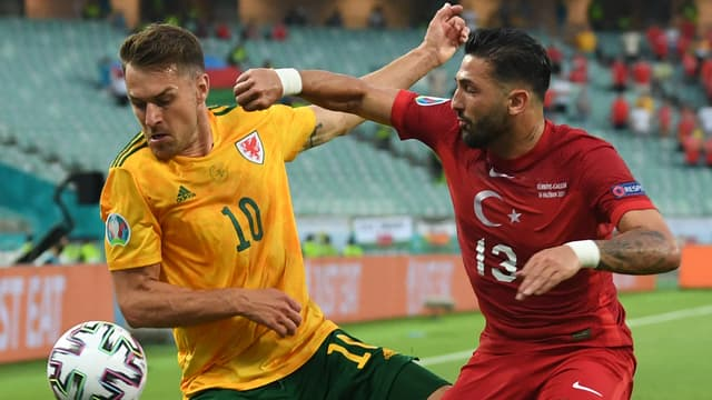 Ramsey et Meras au duel lors de Turquie-pays de Galles