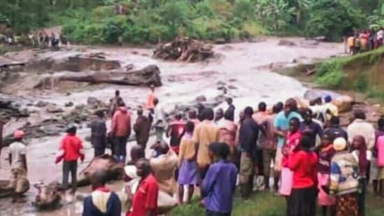 Selon certaines sources, la catastrophe a également impliqué une rivière qui est sortie de son lit.