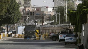 L'ambassade de France à Sanaa, au Yémen, en septembre dernier. Le bâtiment, fermé depuis dimanche, ne rouvrira pas ses portes avant mercredi inclus en raison d'un risque élevé d'attentats de la part d'Al Qaïda. Plusieurs pays occidentaux ont également fer