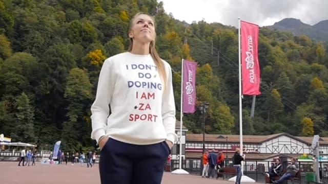 """Nadezhda Sergeeva portait un t-shirt """"Je ne me dope pas"""""""