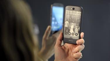 Le taux de pénétration de la téléphonie mobile en France, calculé comme le ratio de l'ensemble des cartes Sim en service sur la population, s'élevait fin 2014, à 121,5%, en croissance de 4,3 points en un an.